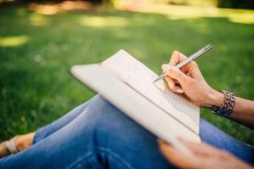 11 Contoh Penulisan Kata yang Benar Menurut EYD KBBI